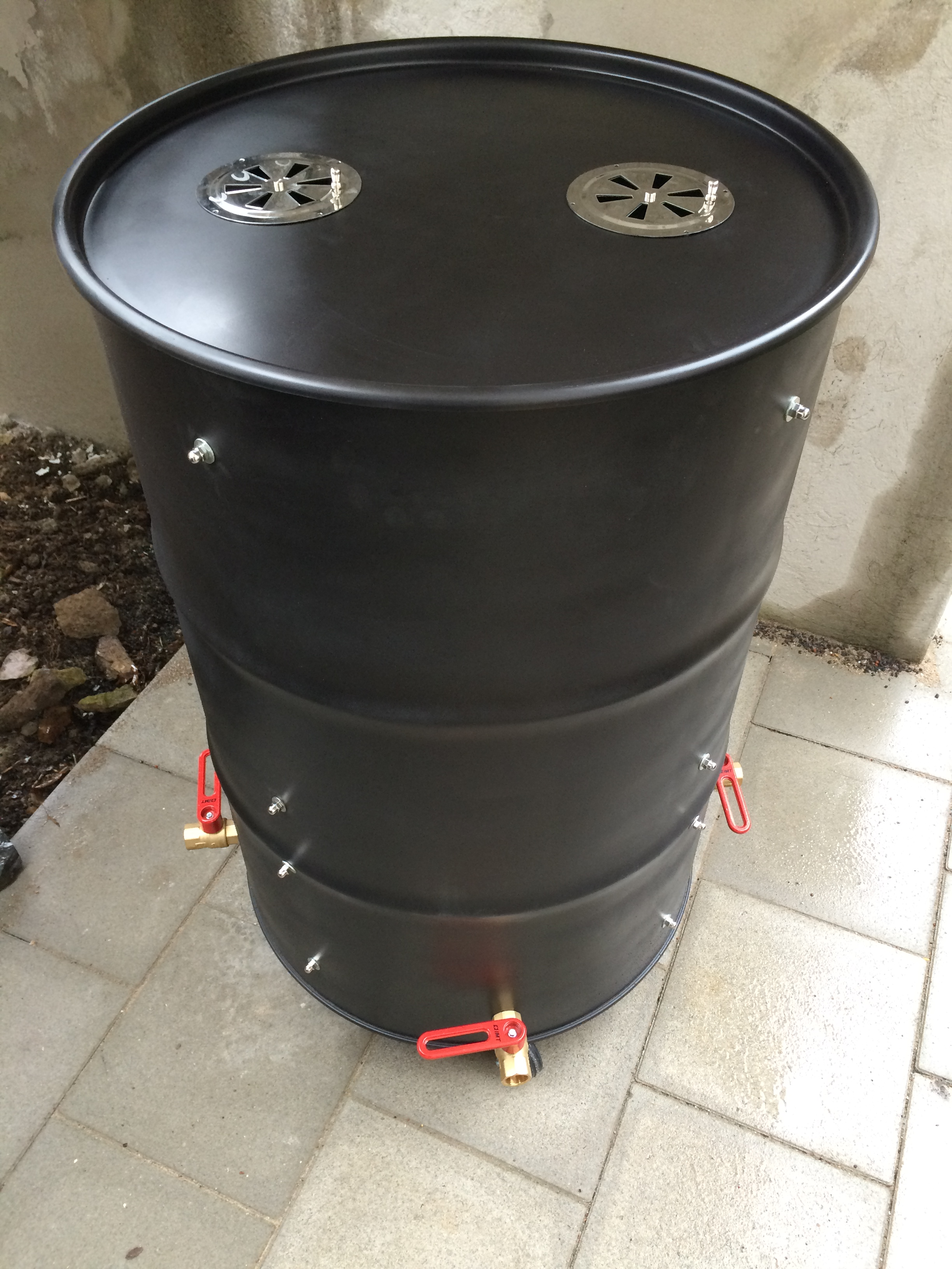 diy der eigenbau eines uds ugly drum smoker. Black Bedroom Furniture Sets. Home Design Ideas