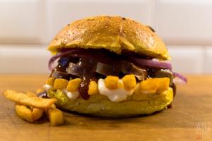 Currywurst Pommes Burger - Bar-B-Kuh und Eatventure