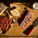 Grand Mu - Oma-Kuh von Der Ludwig - mit gegrillten Tomaten und Landbrot
