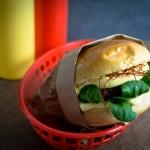 Hirsch Burger mit Sauce Hollandaise