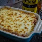 Gyros mit Metaxa-Sauce und Käse überbacken aus dem Beefer