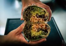 Burrito Rezept - mit Mais, Reis, Bohnen, Käse und Guacamole