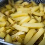 Pommes nach der ersten Runde frittieren