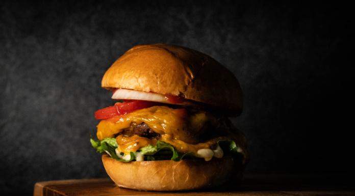 Double Cheeseburger - ein einfacher Burger vom Grill
