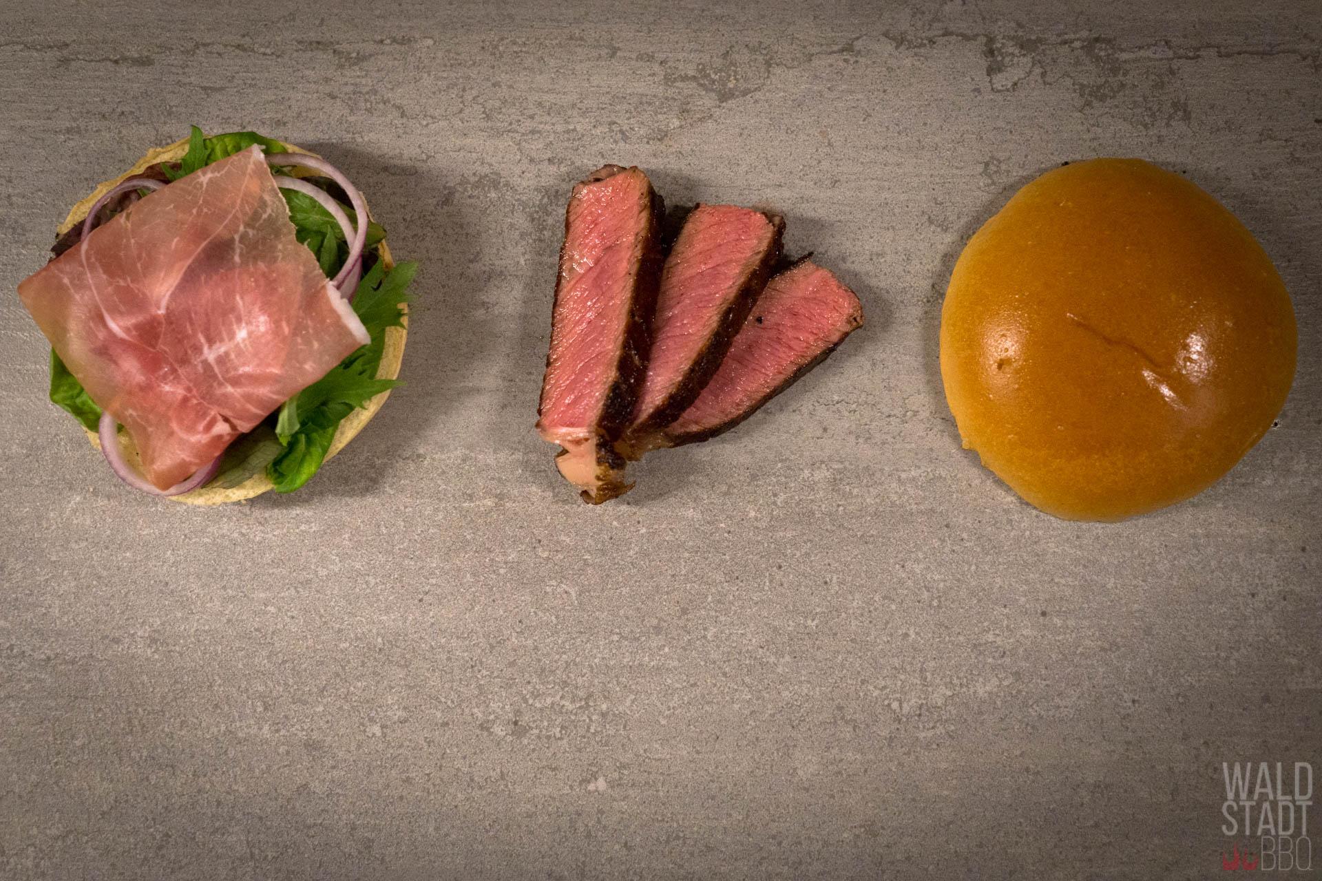 Simple One - Burger mit Serrano Schinken und Red Heifer Ribeye Steak