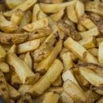 selbstgemachte Pommes zweimal frittiert